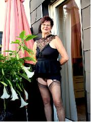Großmutter mit fast 70, sexy Strapsen Fotos