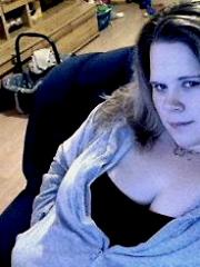 Geile Mutter zum zocken und Pussy auf Webcam