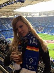 HSV Fussball Fan Girl will Schwanzblasen
