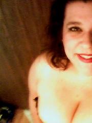 Sexy Knuddelchen teilt ihr Brustselfie