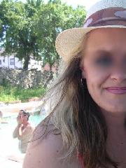Mollige Frau Ramona, Neunkirchen, am Telefon