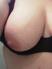 Schamlos Selfie ihrer Natürbrüste gemacht, PLZ 73