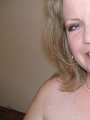 Reife Sächsin Renate mit Nacktselfies von sich
