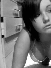 Selfie von jungem Teen Girl aus der Frankfurter Region sucht gebundene Sexpartner